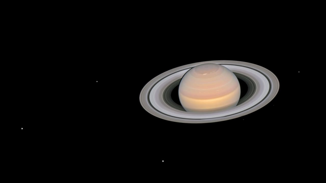 NASAs Hubble telescope captures Saturn changing its colours according to the seasons