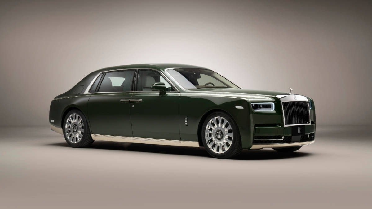 Rolls-Royce created a unique 'Oribe Green' shade for the two-tone green and cream-white colour scheme. Image: Rolls-Royce