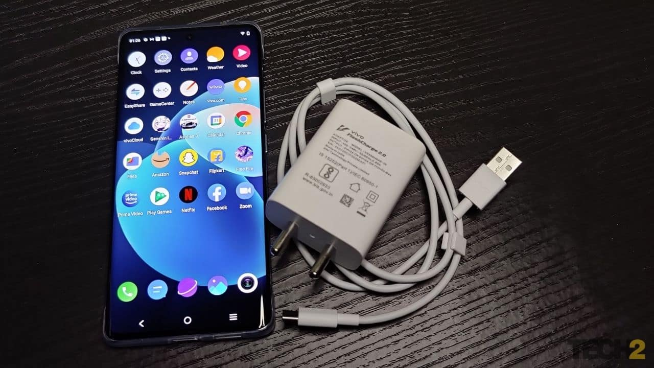 Vivo X60 Pro comes with a 33 W fast charger. Image: Jaison Lewis