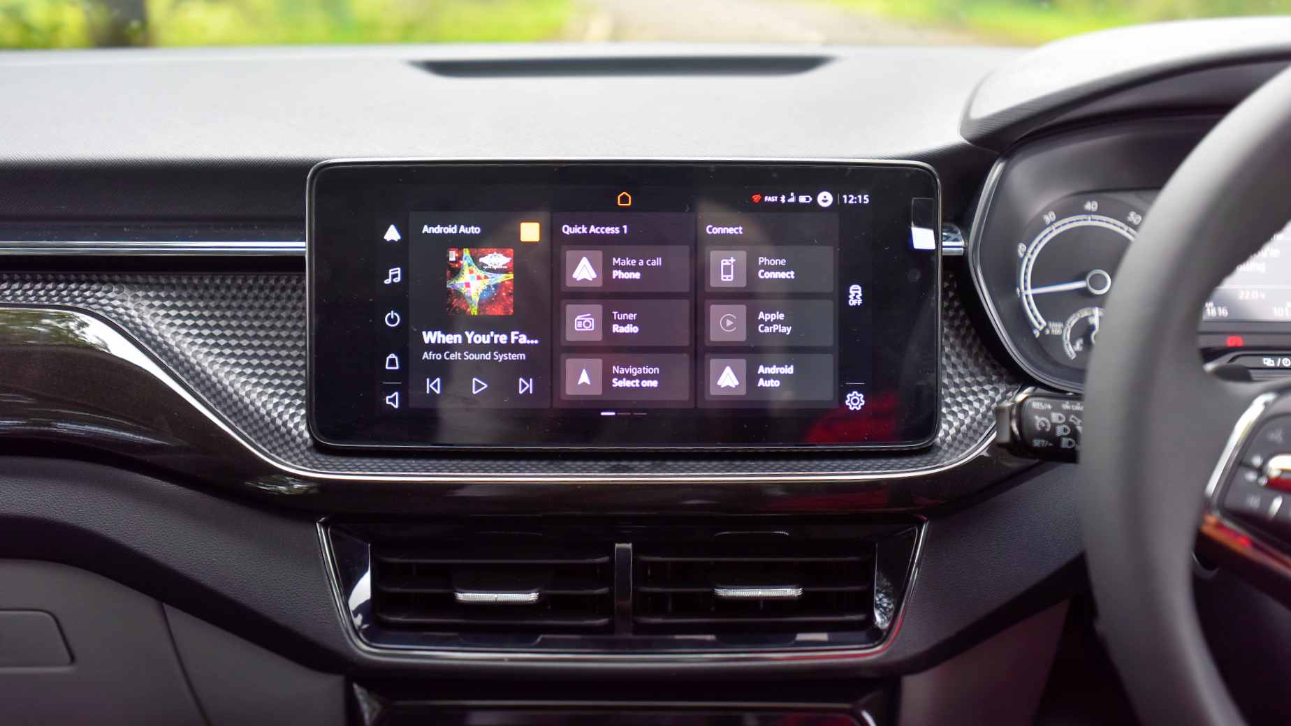 Items on the 10-inch touchscreen remain perfectly legible even in daylight glare, and the system is slick overall. Image: Overdrive/Anis Shaikh