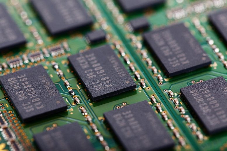 High Density Spintronic Memory Devices