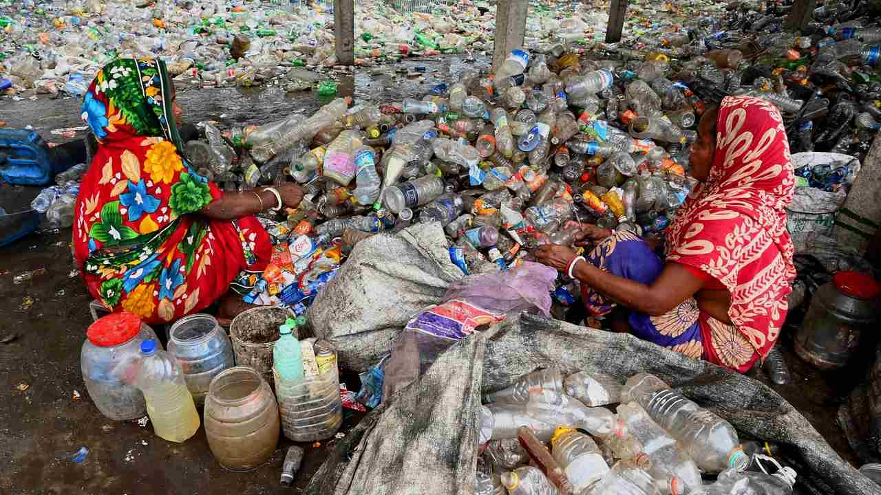 Indian moves to phase out singleuse plastic items by 2022 Here are all the plastic items that will be banned