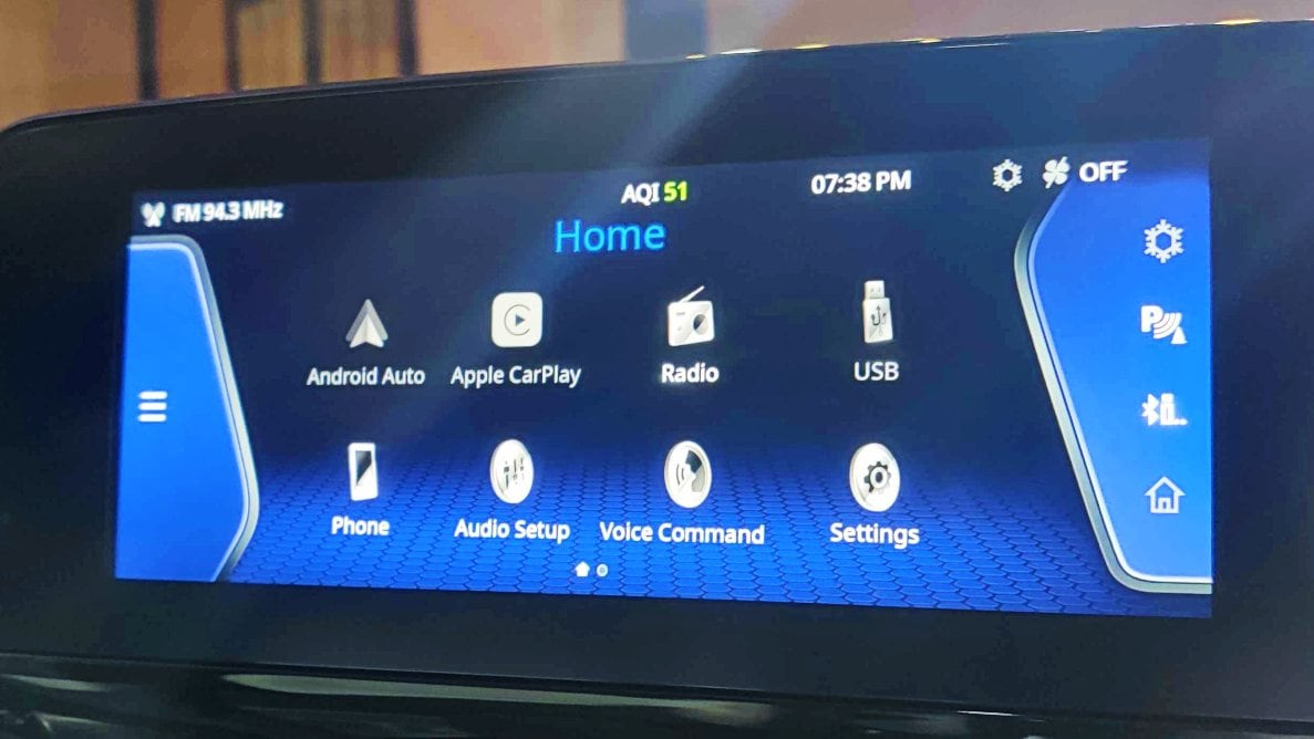 Wireless Apple CarPlay and Android Auto connectivity is standard. Note AQI reading enabled by the air purifier, also standard with the Safari Gold. Image: Tech2/Amaan Ahmed